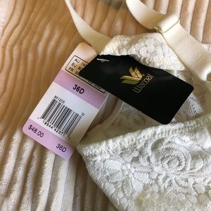 c1ce3b4187 Wacoal Intimates   Sleepwear - Wacoal Halo Lace Underwire Bra 36 D White  Ivory
